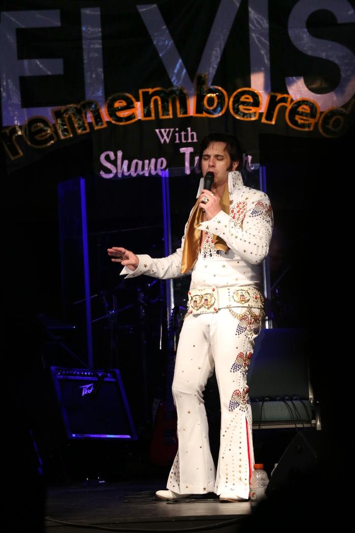 ER Aloha singing